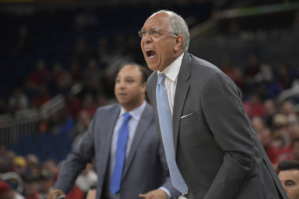 Memphis head coach Tubby Smith, right, and assistant coach Saul Smith call out instructions dur ...