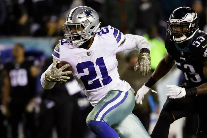 Dallas Cowboys running back Ezekiel Elliott (21) runs against the Philadelphia Eagles on Nov. 1 ...