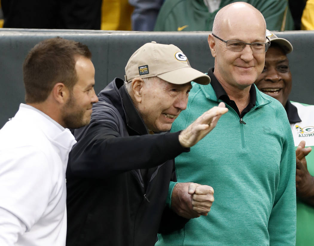 Former Green Bay Packers Hall of Fame quarterback Bart Starr waves to fans as he attends the 50 ...