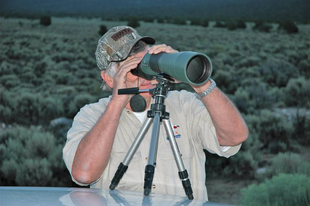 Gary Pratt, of Las Vegas, uses a spotting scope to get a close-up view of a Nevada mule deer. W ...