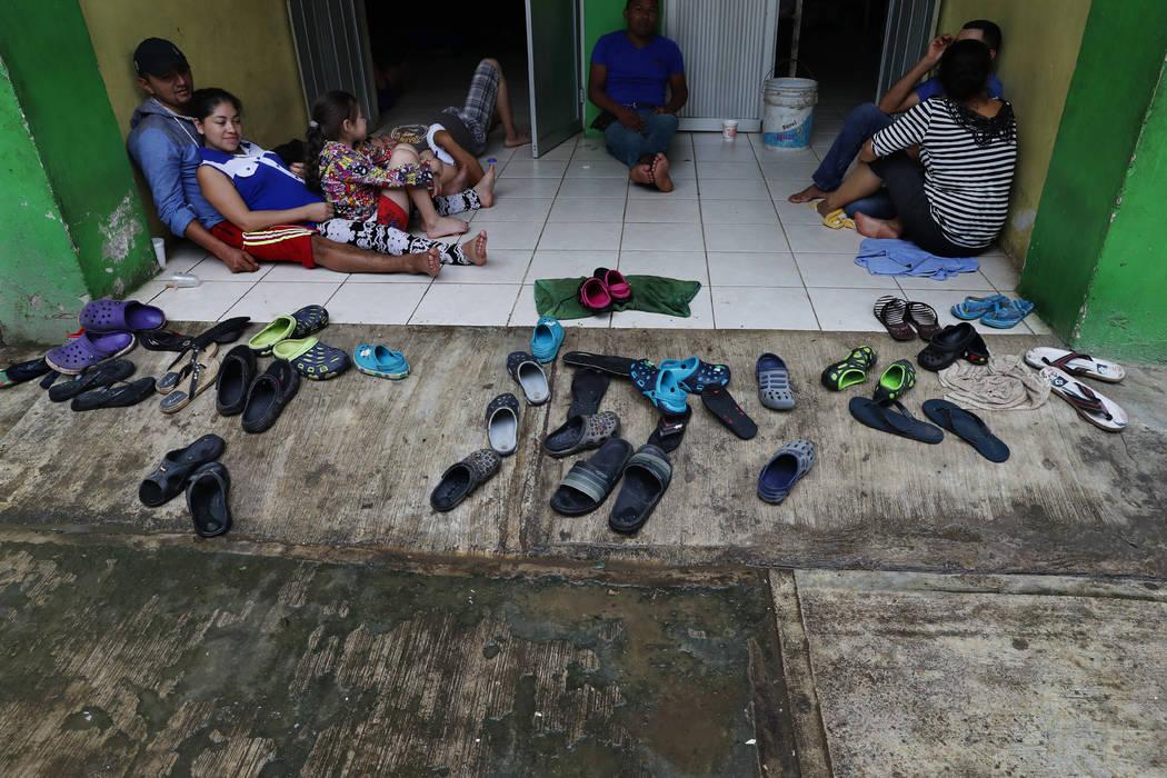 """Central American migrants rest in the shelter """"Jesus del Buen Pastor del Pobre y el Migran ..."""