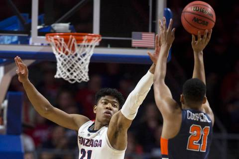 Gonzaga junior forward Rui Hachimura (21) extends to block the shot of Pepperdine senior guard ...