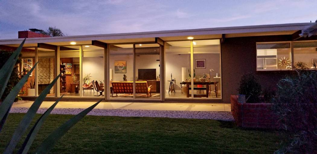 Midcentury homes often feature indoor-outdoor-living. (Realty One Group)