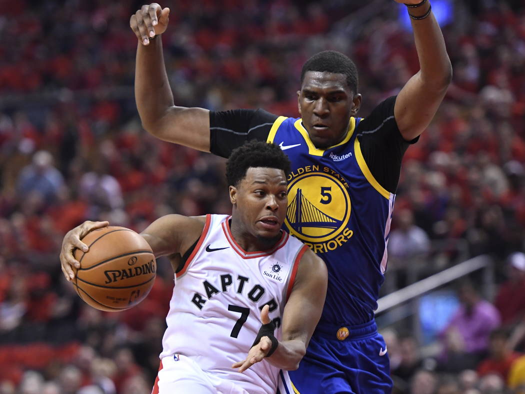 Toronto Raptors guard Kyle Lowry (7) handles the ball under pressure from Golden State Warriors ...