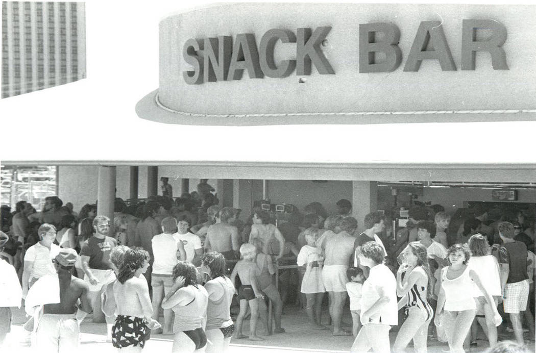 Wet'n'Wild attendees line up at the snack bar in 1968. (Gary Thompson/Las Vegas Review-Journal)