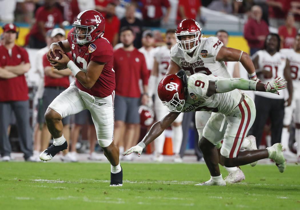 Alabama quarterback Tua Tagovailoa (13) avoids a tackle by Oklahoma linebacker Kenneth Murray ( ...
