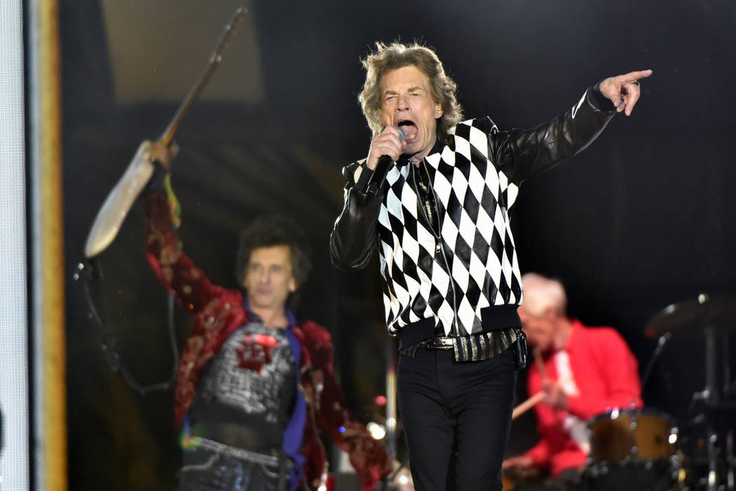 """Ron Wood, left, and Mick Jagger, of The Rolling Stones performs during the """"No Filter&quo ..."""