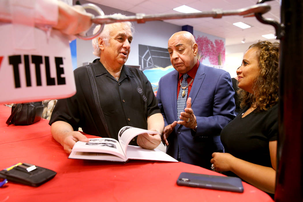 International Boxing Hall of Fame referee Joe Cortez, center, visits with George Joseph, son-in ...