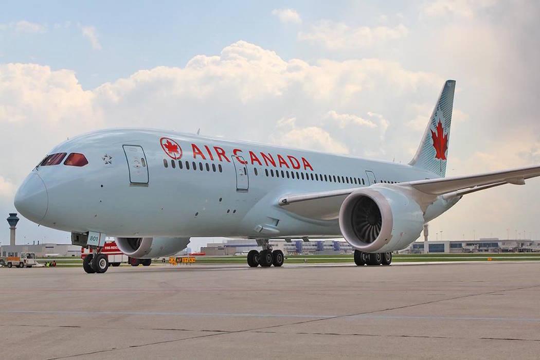 An Air Canada plane sits on a tarmac. (Air Canada/Facebook)