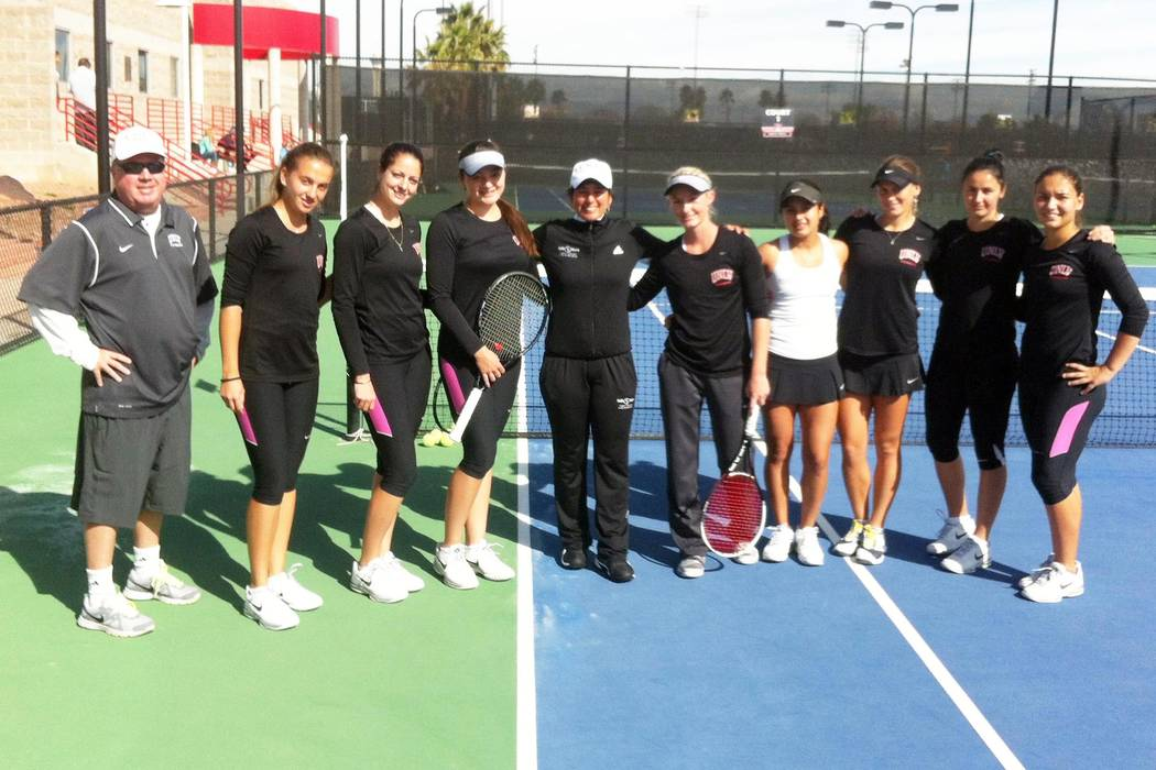 Ex-UNLV great Jolene Watanabe stands with the 2014 Rebels tennis team. (UNLV Athletics)