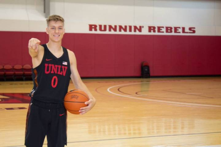 Wisconson guard Isaac Lindsey committed to play at UNLV on Wednesday. (@IsaacLindsey10/Twitter)