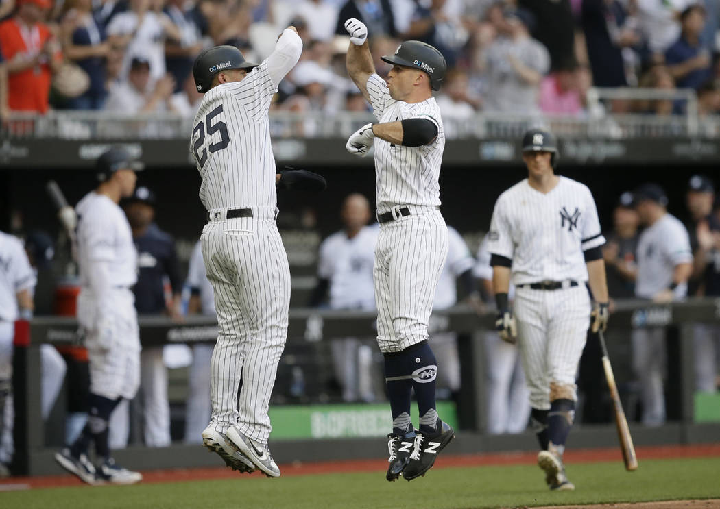 check out 3ed73 15be7 Yankees beat Red Sox 17-13 as MLB debuts in London   Las ...