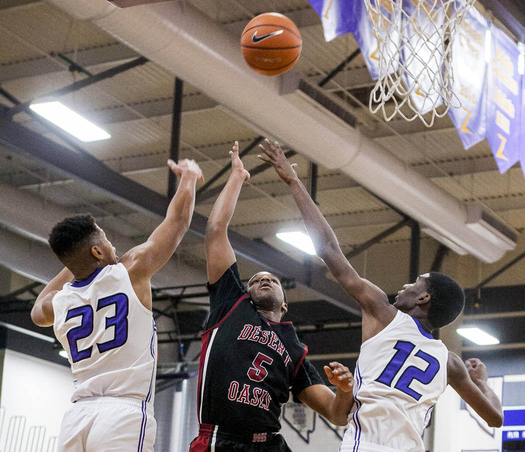 Desert Oasis' Manny Mitchell (5) reaches for the ball along with Durango's Nicqu ...