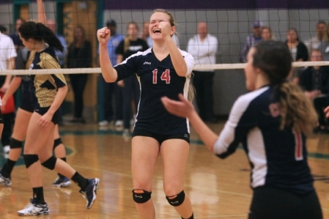Coronado's Cali Thompson, center, and teammates celebrate the winning point in their S ...