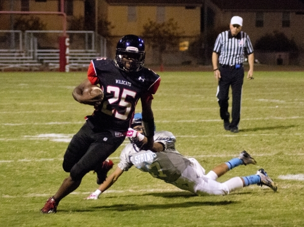 Las Vegas' DiQuan Brown (25) breaks a tackle on his way up field during their prep foo ...