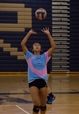 Shadow Ridge girls volleyball player Eadara Files sets ball during practice at Shadow Ridge ...
