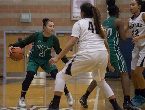 Rancho's Tatianna Lee (21) looks to get the ball past Foothillís Trinity Betoney (4 ...