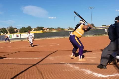 Sierra Vista's Harmony Dominguez pitches to Durango during their softball game on Mar. ...