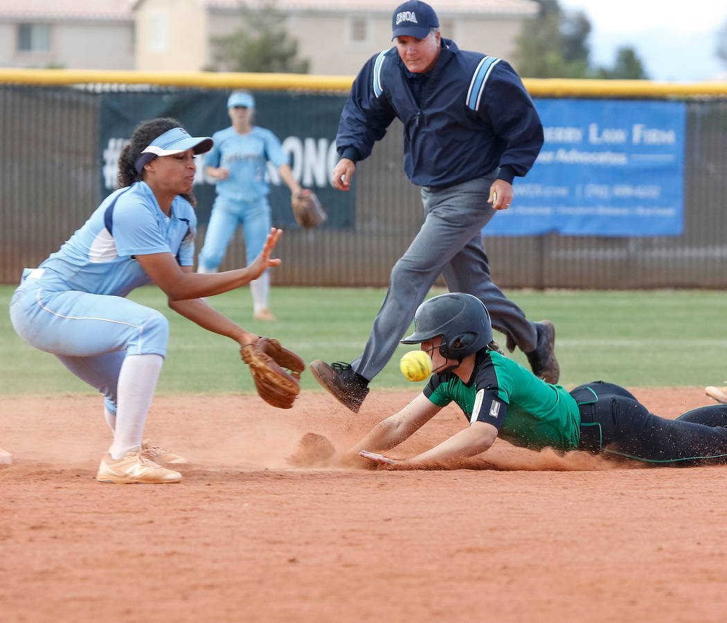 Palo Verde's Makall Whetten, right,steals second baseduring the sixth inni ...