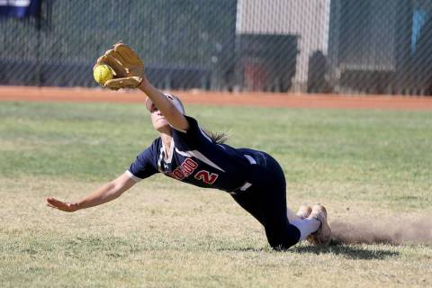 Coronado Veronica Jarchow (2) comes up short on a fly ball in the third inning of a softball ...