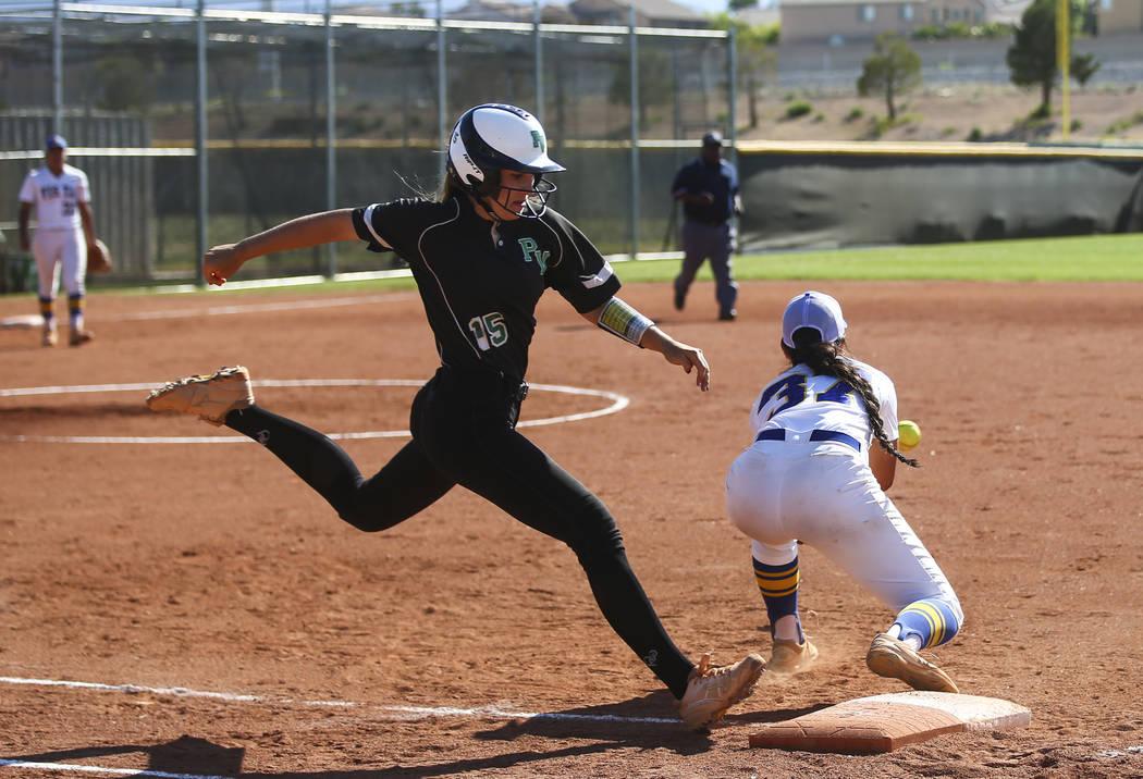 Palo Verde's Makena Martin (15) makes it to first base against Sierra Vista's Ho ...