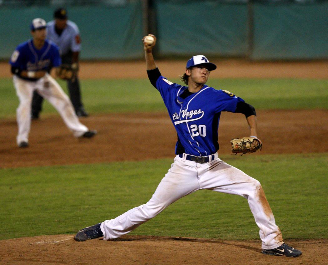 Sierra Vista High School baseball player Jake Hager (20) pitches against Bishop Gorman durin ...