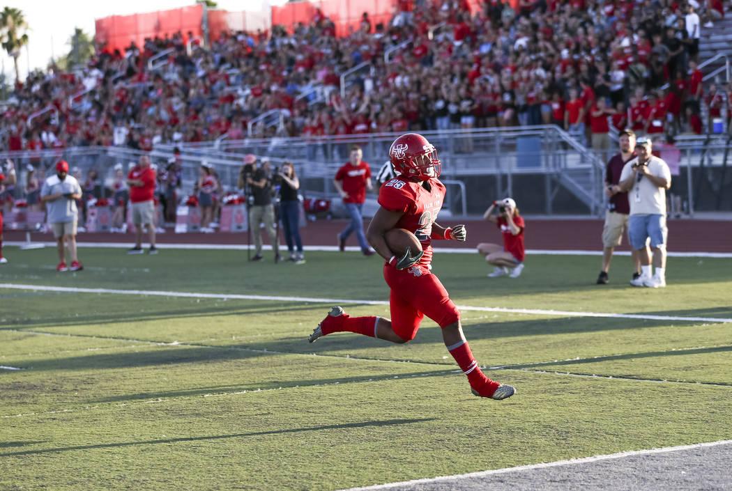Arbor View Aggies running back Kyle Graham (25) runs the ball for a touchdown against the Va ...