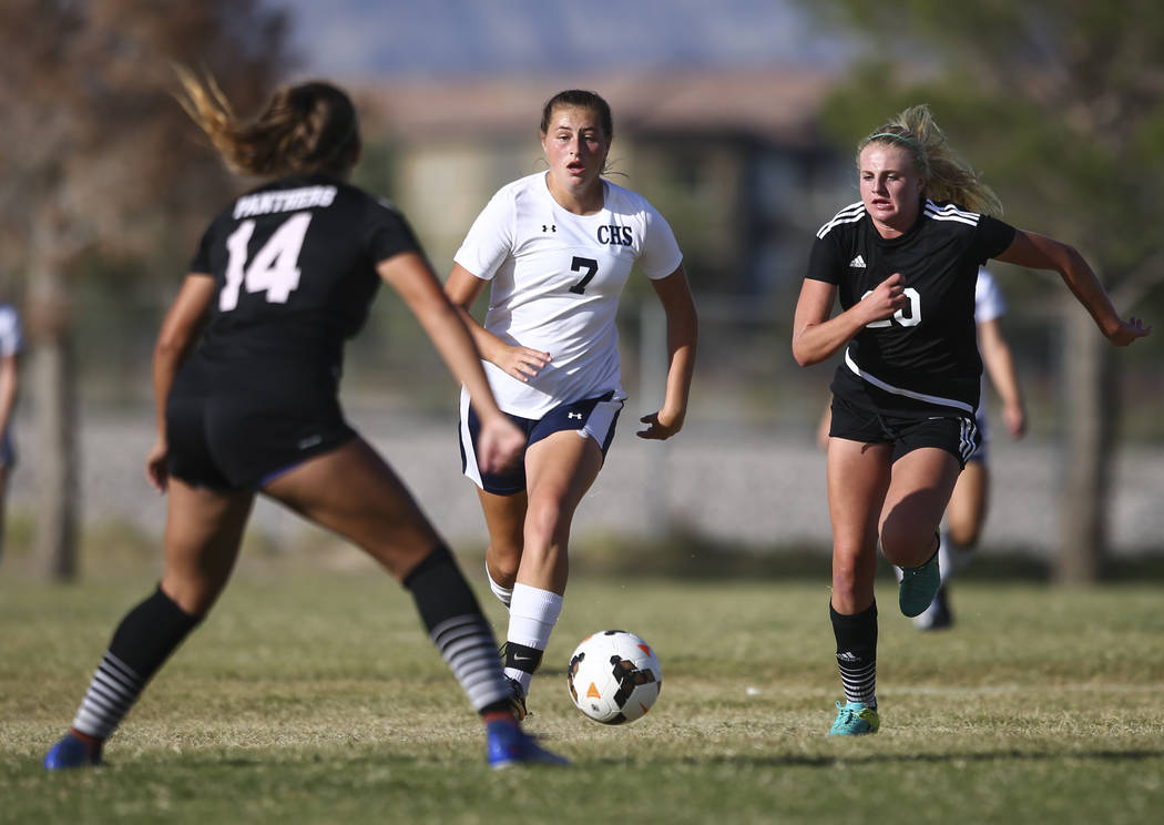 Centennial's Marcella Brooks (7) keeps the ball ahead of Palo Verde's Carlee Gia ...