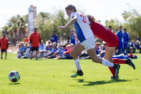 Bishop Gorman's Gianna Gourley (30) runs the ball against Arbor View's Daniella ...