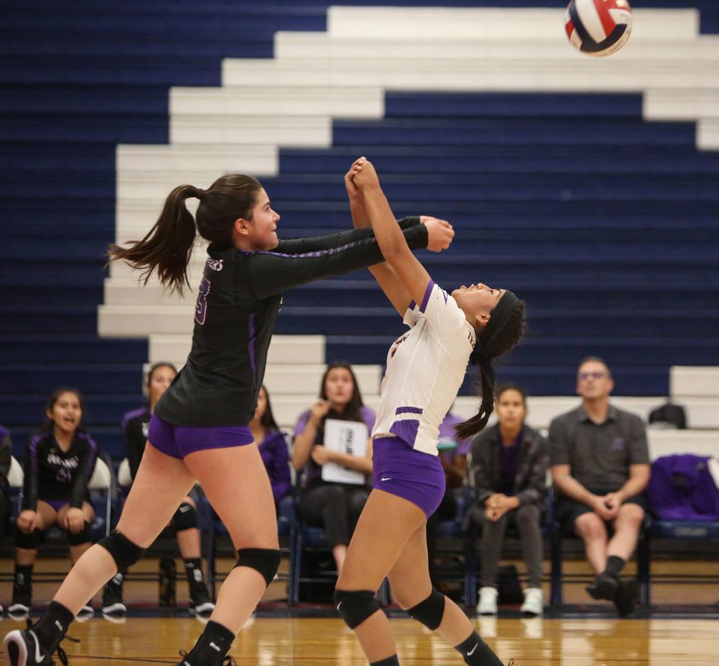 Durango's Sophia Dominguez, left, and Sierra Leone Sanchez go to return the ball durin ...