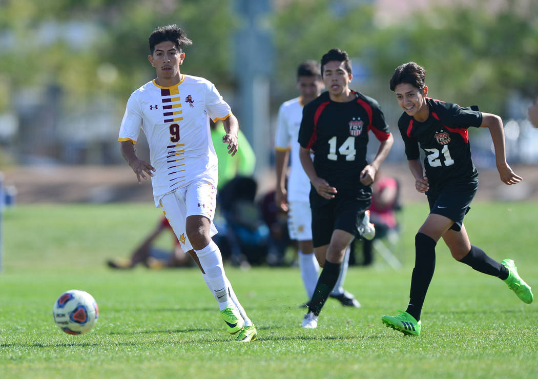 Eldorado High School's Jose Torres (9) dribbles the ball in the second half of the 3A ...