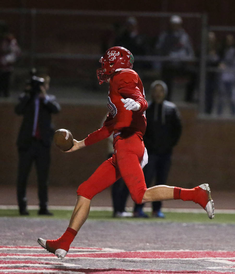 Arbor View's Logan Bollinger (10) scores the winning touchdown over Arbor View during ...