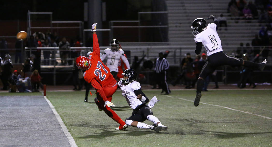 Arbor View's Niles Scafati-Boyce (27) misses a pass while being covered by Desert Pine ...