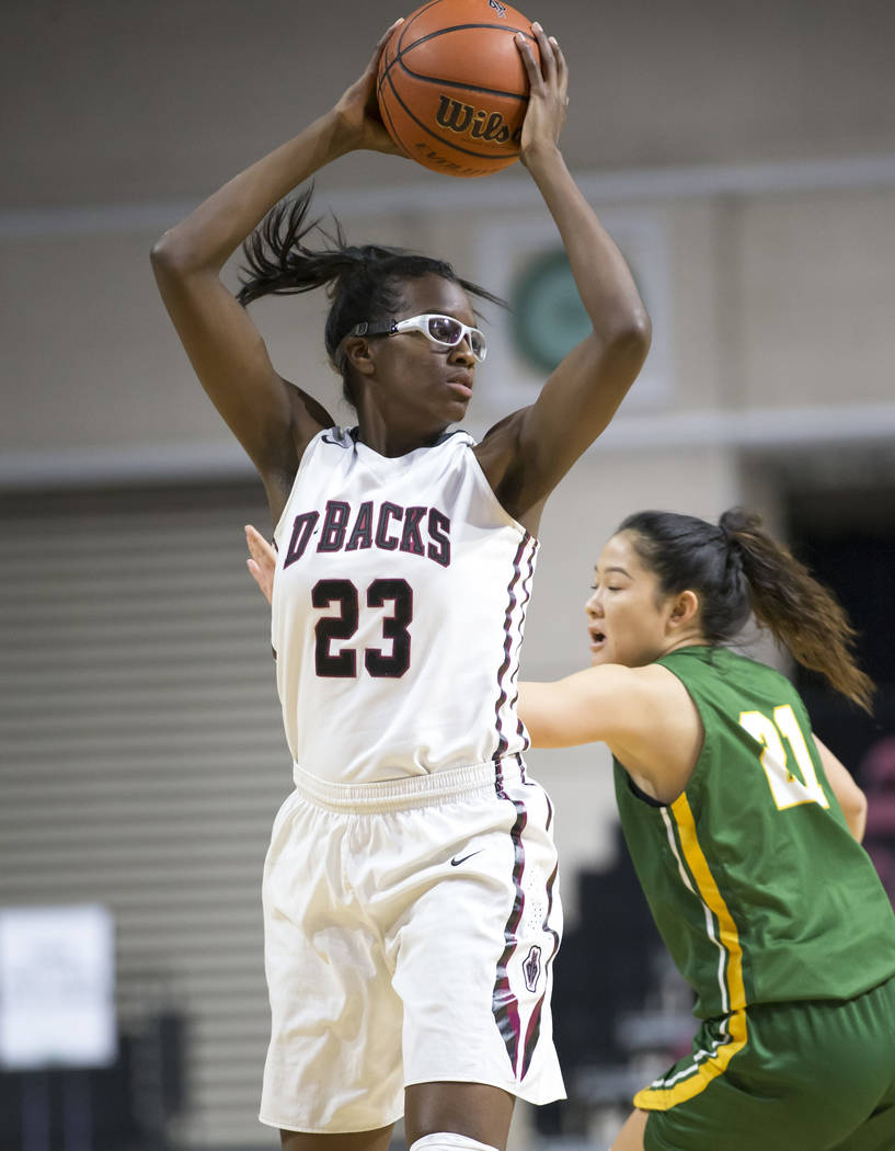 Desert Oasis' Desi-rae Young (23) looks to pass against Brea Olinda's Rilee Pric ...