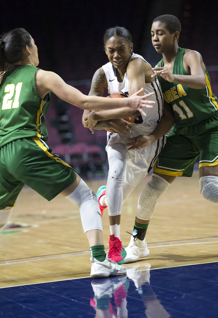Desert Oasis' Ahmaya Smith (15) carries the ball through Brea Olinda defenders Rilee P ...