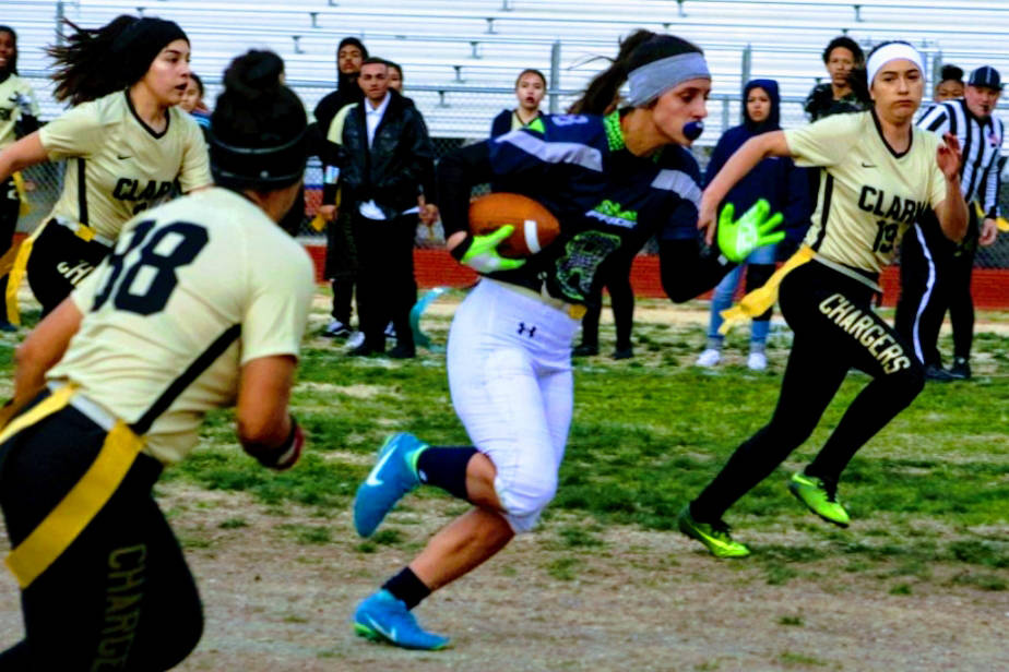 Green Valley's Anna Grave de Peralta catches a 15-yard pass from Jennifer Haberstock o ...