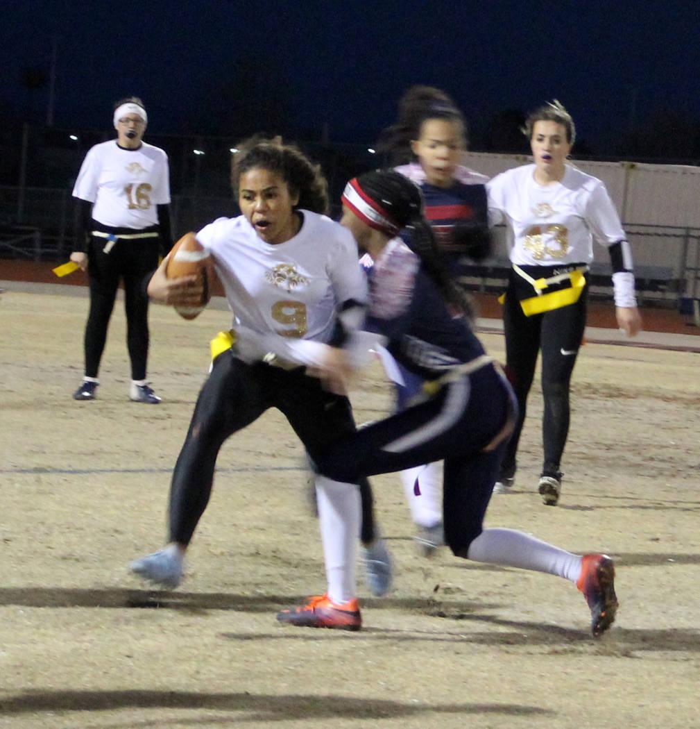 Sierra Vista's Mariyan Muhammad carries the ball on Friday against Coronado. Coronado ...
