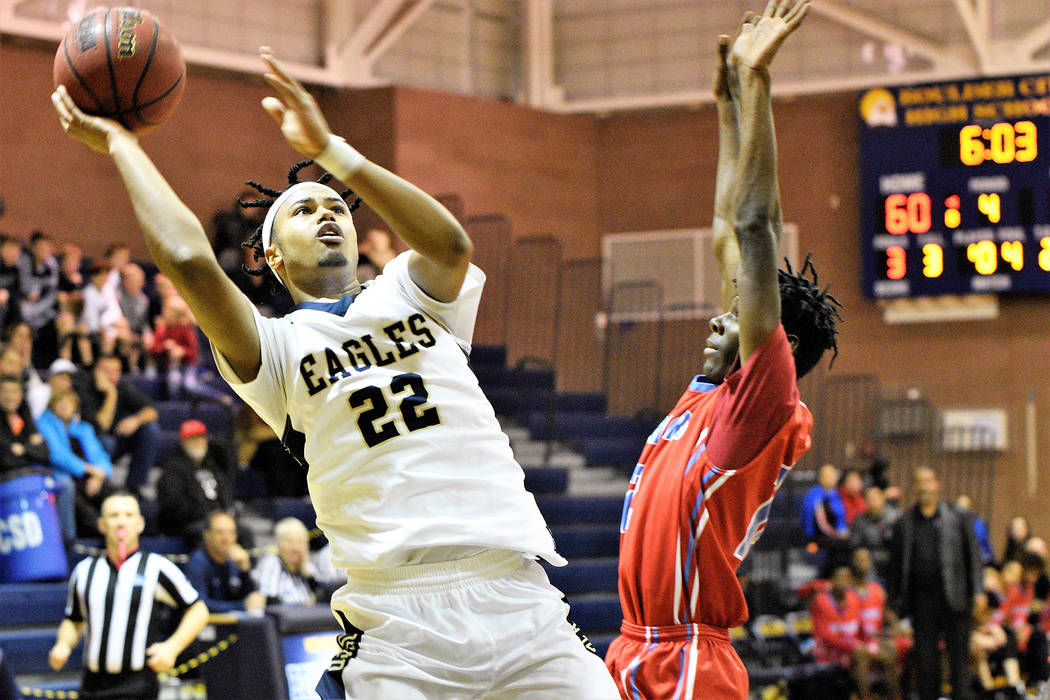 (Robert Vendettoli/Boulder City Review) Creating space, senior forward Derrick Thomas ...