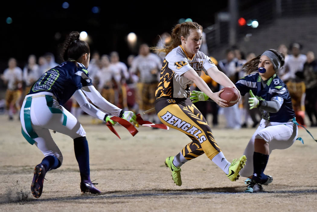 Bonanza's Charlene Beck (7) carries the ball for a touchdown against Green Valley duri ...
