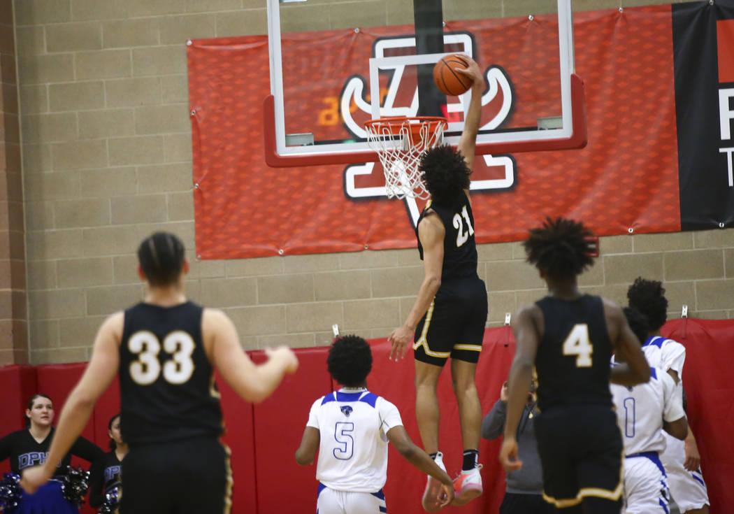 Clark's Jalen Hill (21) dunks in front of Desert Pines' Malik Brooks (5) during ...
