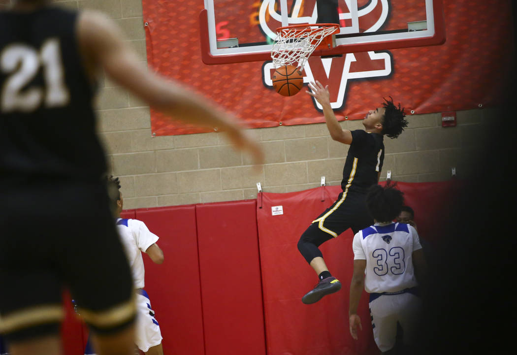 Clark's Frankie Collins (1) dunks against Desert Pines during the first half of a Clas ...