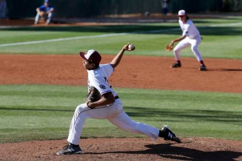 Desert Oasis pitcher Aaron Roberts (25) throws against Bishop Gorman in the fourth inning of ...