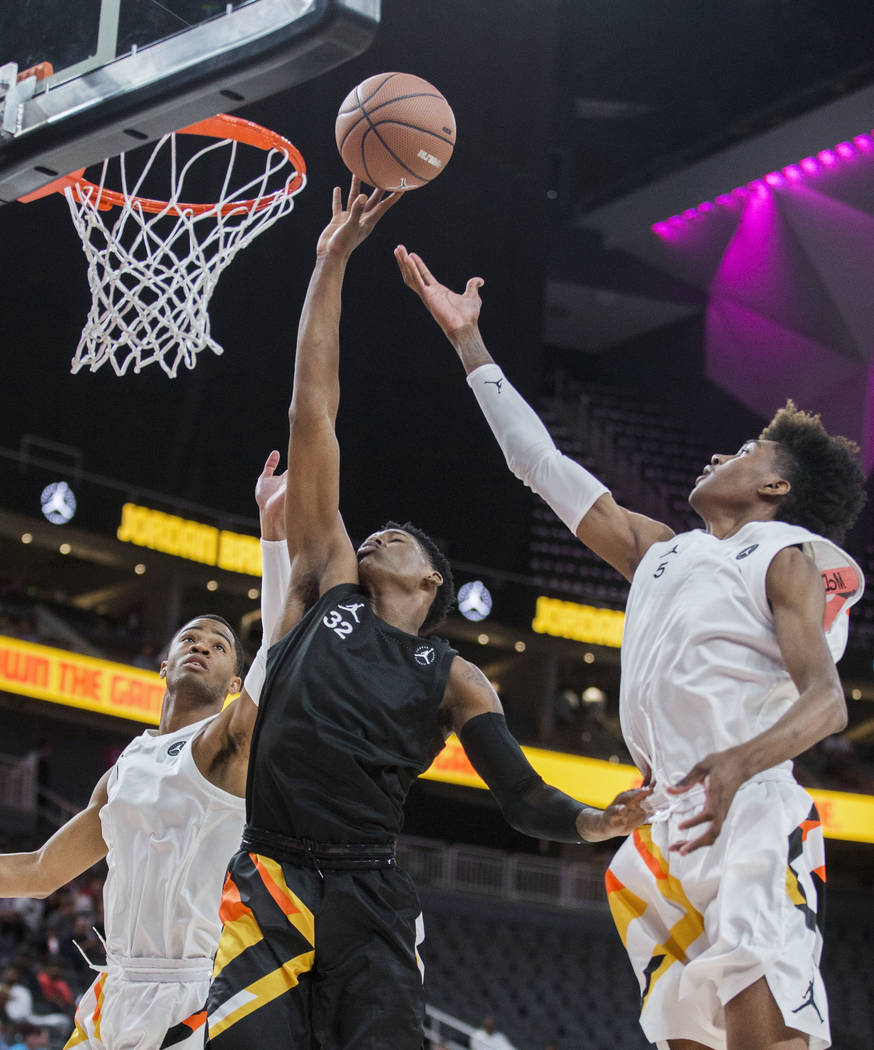 Romeo Weems (32) drives past Jaden McDaniels (5) and Cassius Stanley (4) in the first half d ...