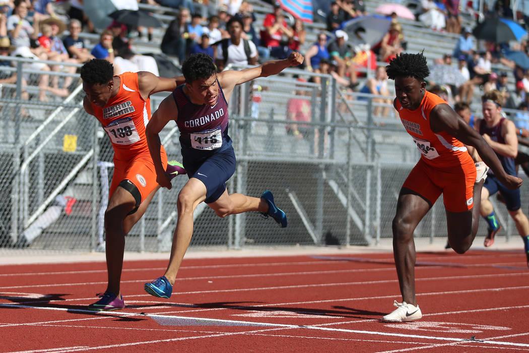 Coronado's Justin Watterson (419), center, runs for first place in the Desert Region b ...