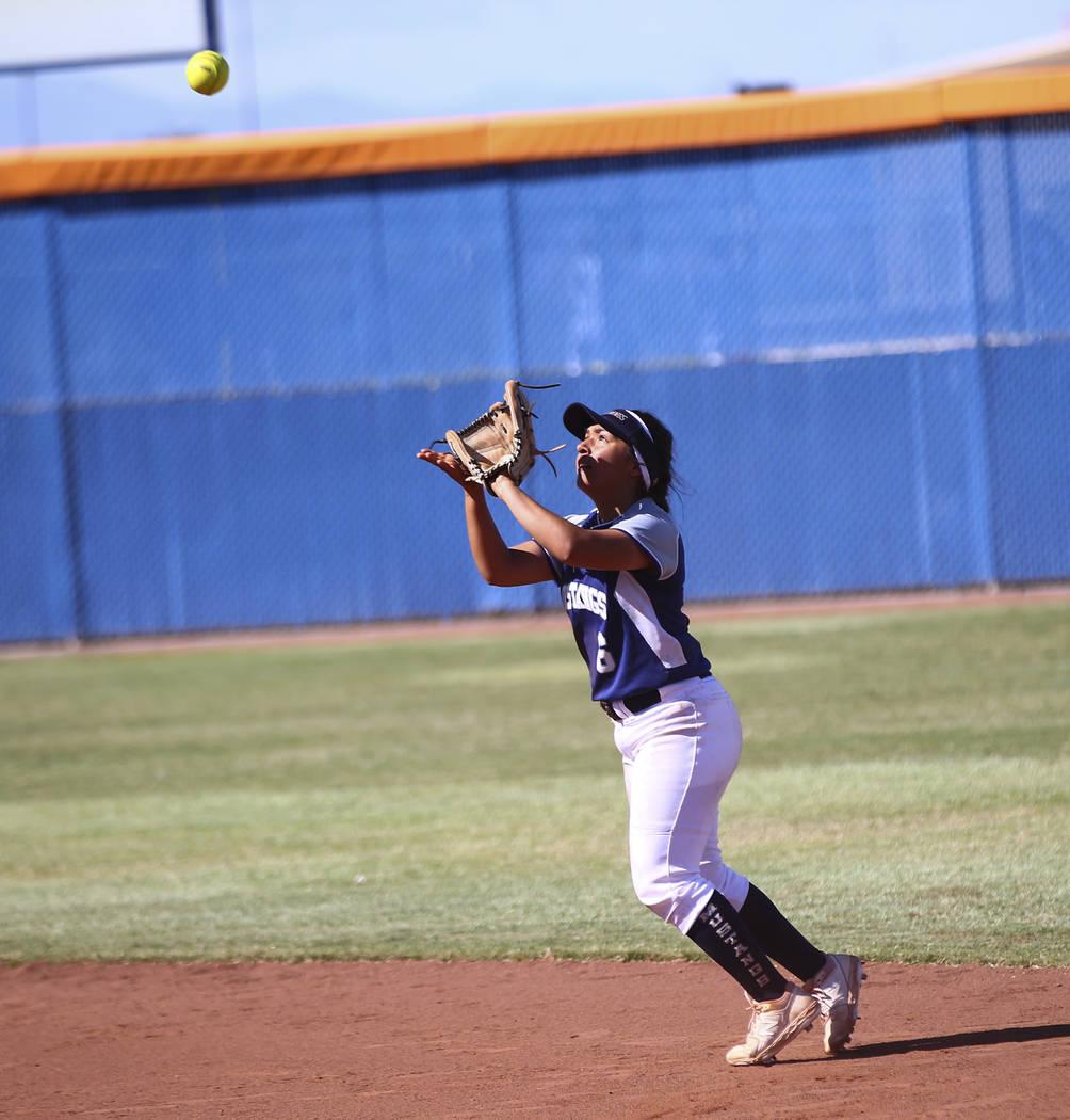 Shadow Ridge's Angelina Esqueda (6) catches a fly ball from McQueen's Kiera Esca ...