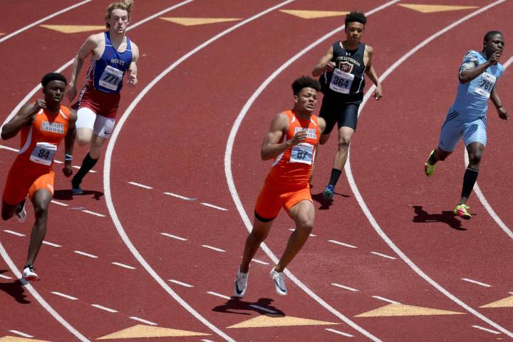 Rome Odunze Bishop Gorman, center, on his way to winning 200 meters with a time of 21.25 sec ...