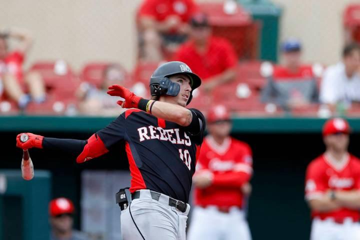 UNLV's Bryson Stott (10) bats during an UNLV at University of Houston NCAA college bas ...