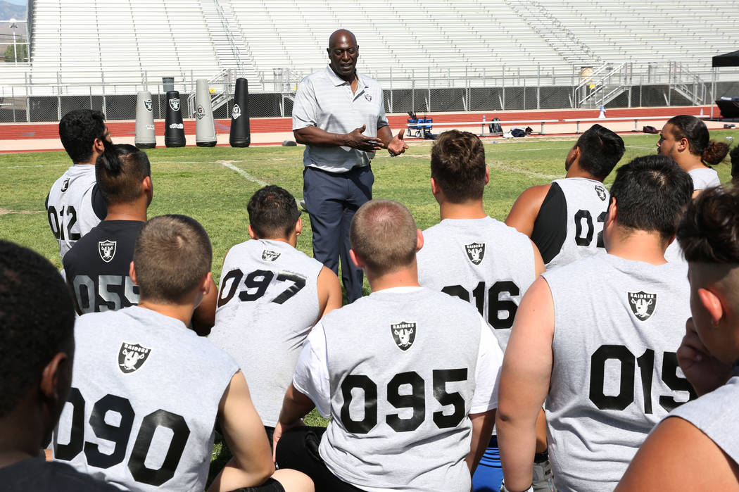 Reggie Kinlaw, a former defensive tackle for the Oakland/Los Angeles Raiders, speaks to loca ...