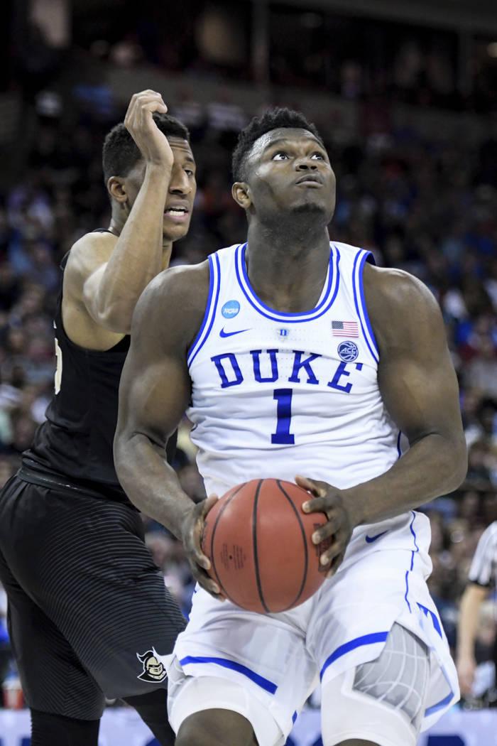 Duke forward Zion Williamson (1) drives to the hoop against Central Florida guard Aubrey Dawkin ...