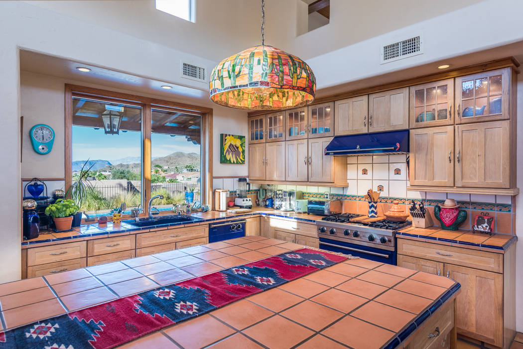 The kitchen has splashes of color. (Desert Sun Realty )
